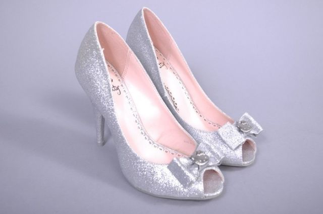 vintage silver womens shoes